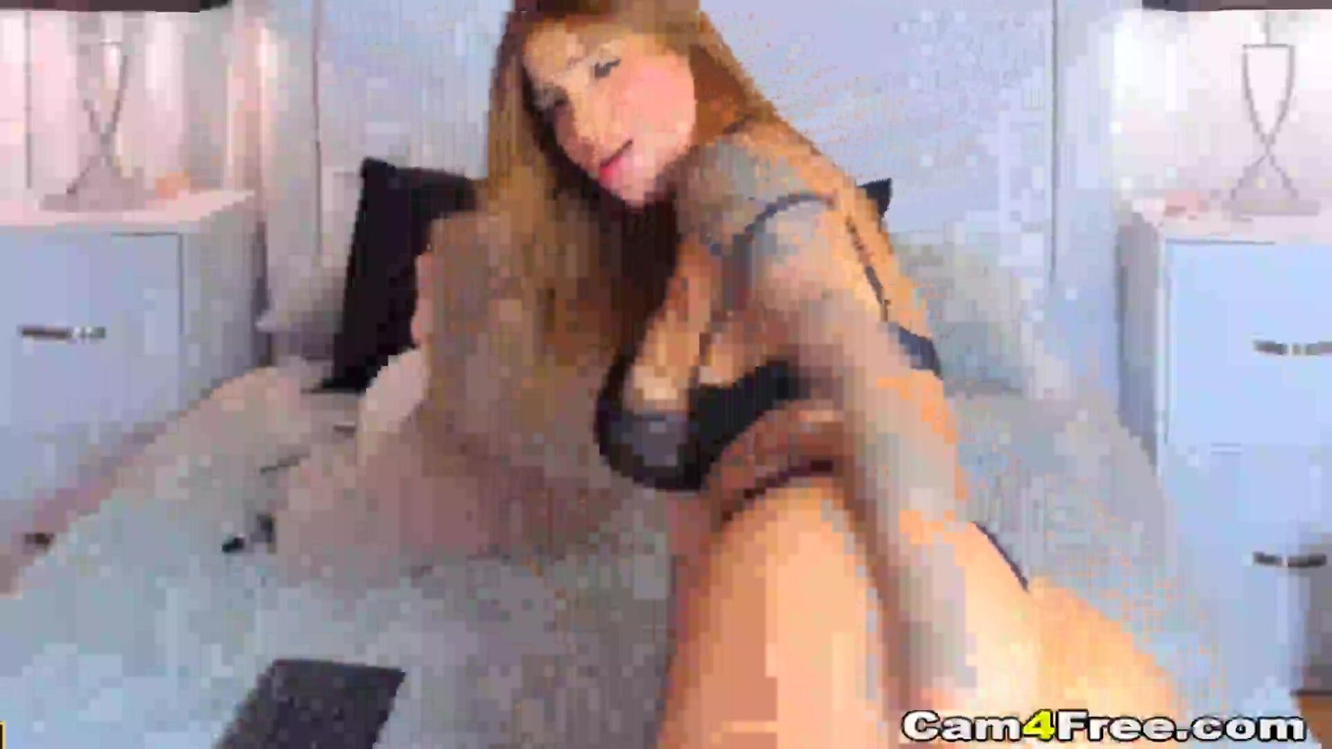 Sexy and Hot Babe Plays Her Pussy